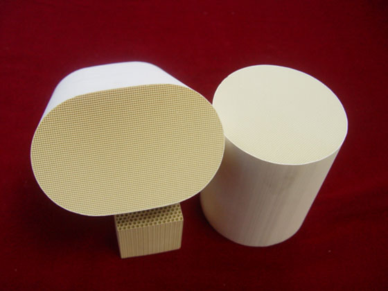 Honeycomb ceramic for exhaust purification