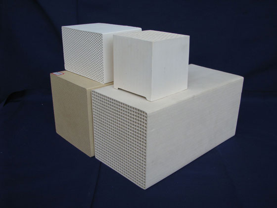 Honeycomb ceramic as heatexchange media (for RTO)