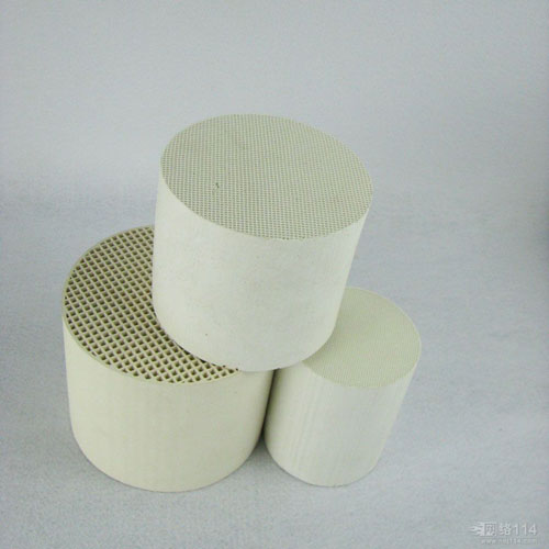 Honeycomb ceramic for three way catalytic converter